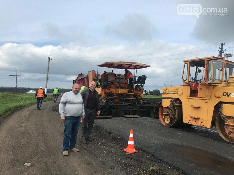 В Дергачевском районе продолжаются ремонтные работы дороги, фото-1