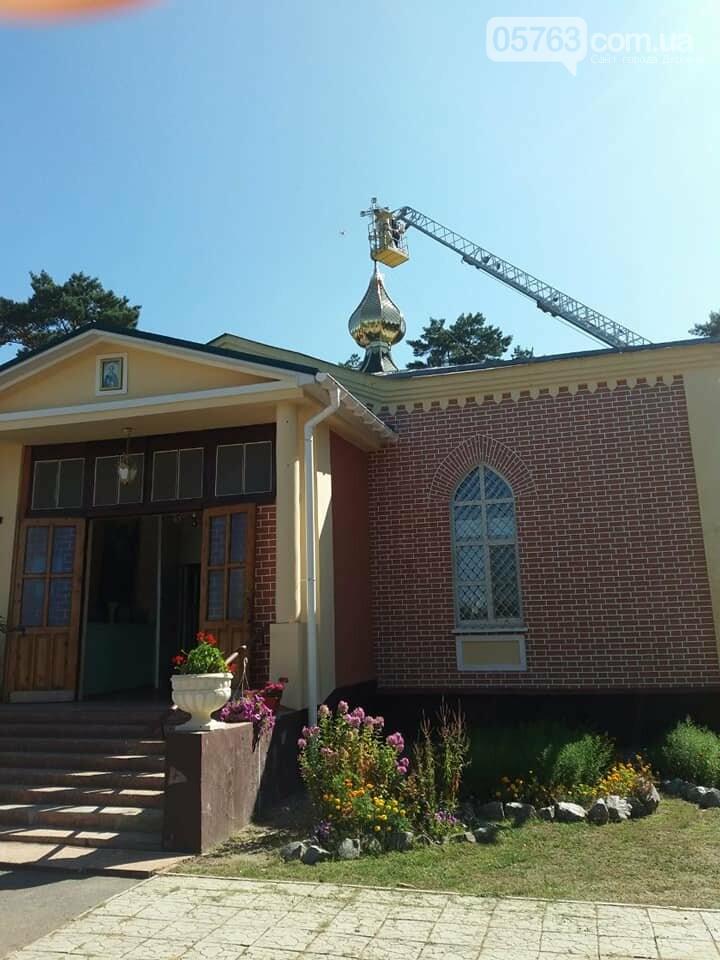 В Свято-Иоанно-Богословском храме установили накупольный крест, фото-4