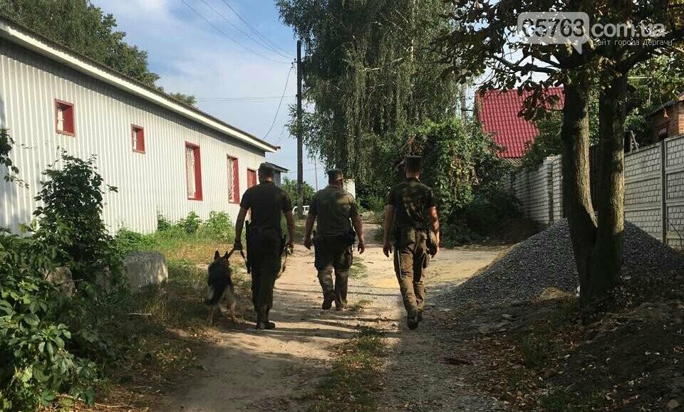 Полицейские совместно с военными следят за правопорядком в Дергачевском районе, фото-1