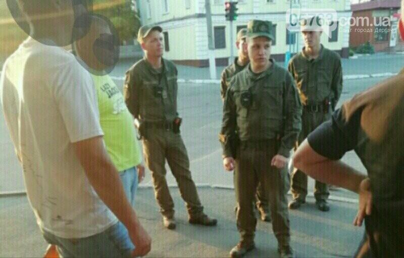 Полицейские совместно с военными следят за правопорядком в Дергачевском районе, фото-2
