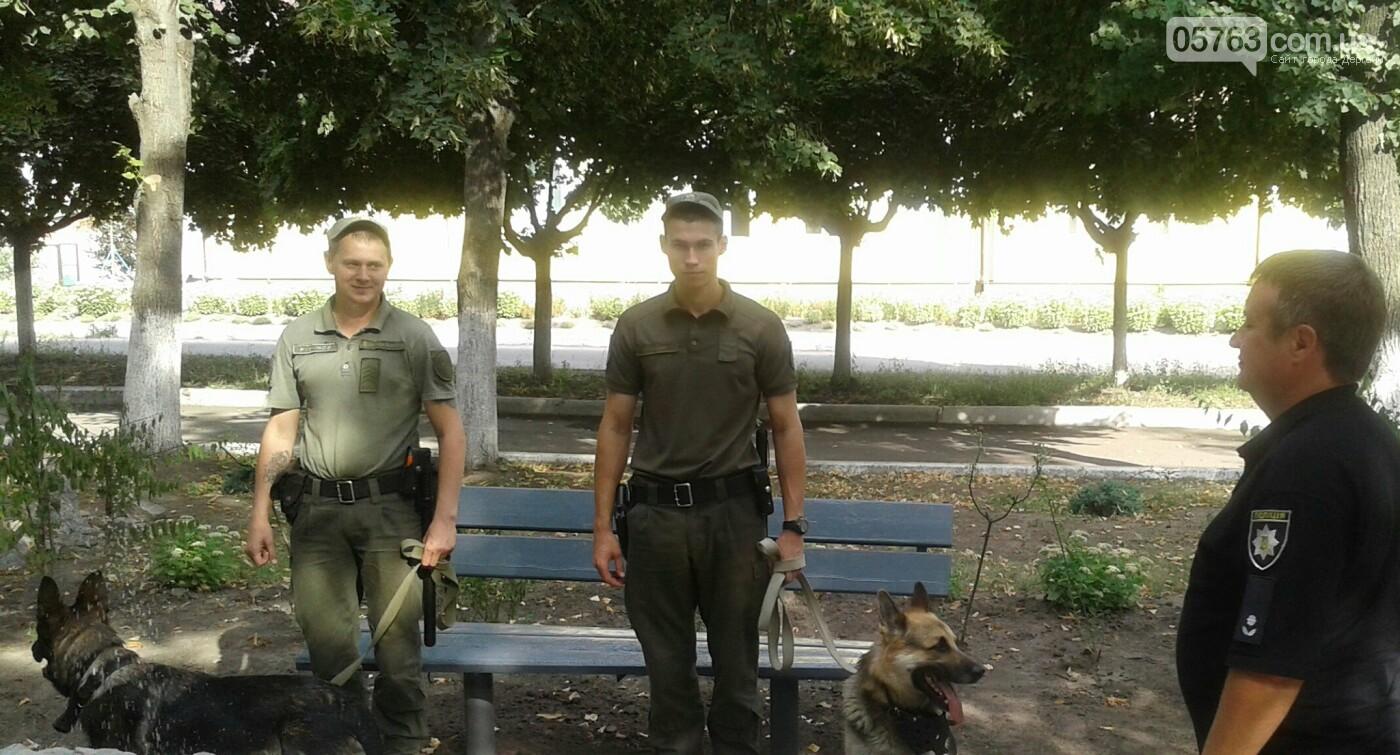 Полицейские совместно с военными следят за правопорядком в Дергачевском районе, фото-3