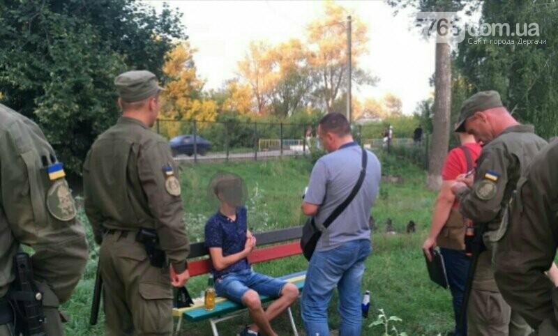 Полицейские совместно с военными следят за правопорядком в Дергачевском районе, фото-4