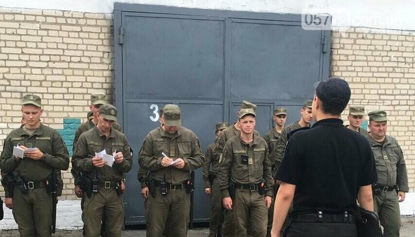 Полицейские совместно с военными следят за правопорядком в Дергачевском районе, фото-5