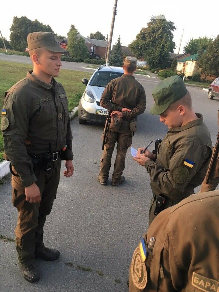 Полицейские совместно с военными следят за правопорядком в Дергачевском районе, фото-7