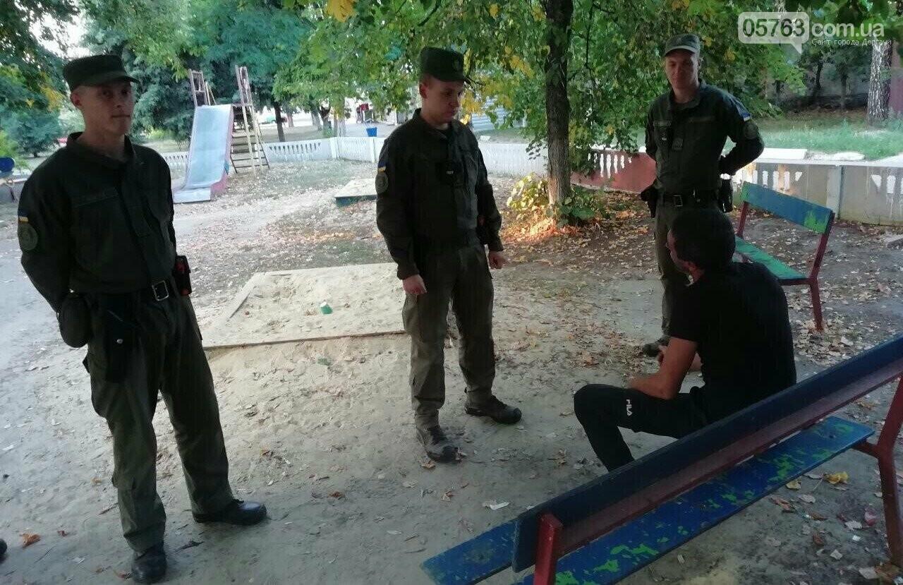 Полицейские совместно с военными следят за правопорядком в Дергачевском районе, фото-9