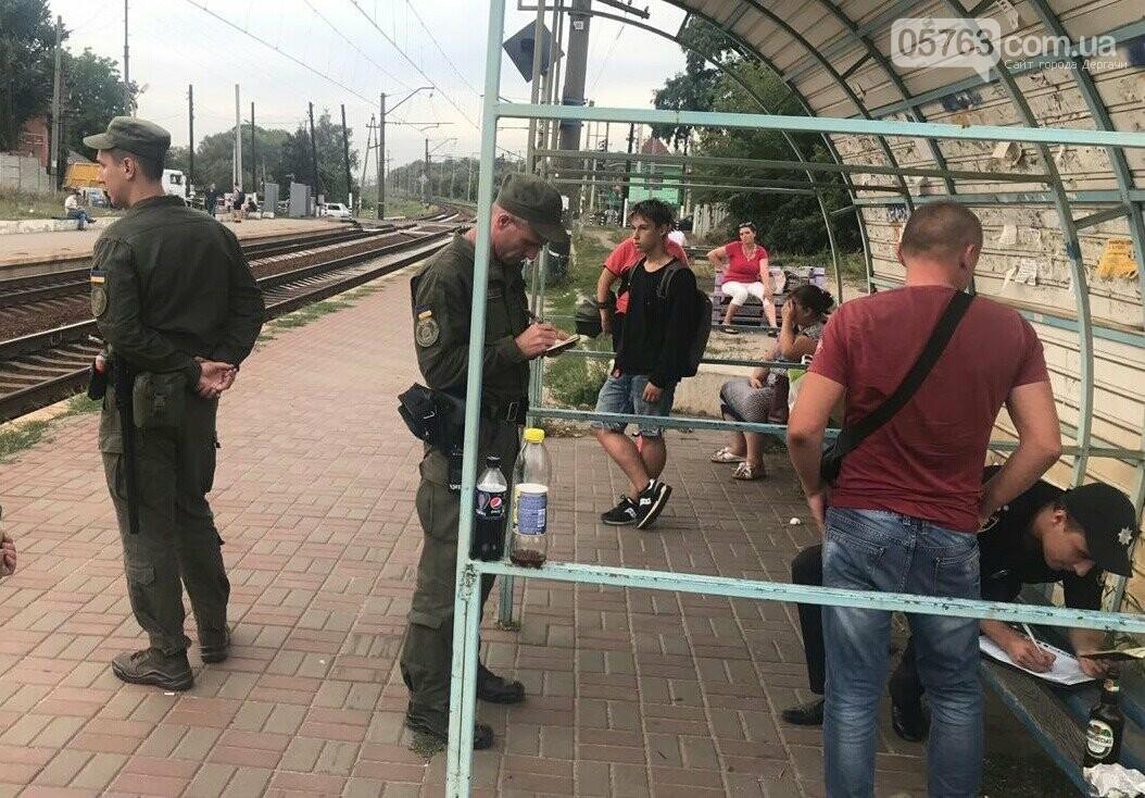 Полицейские совместно с военными следят за правопорядком в Дергачевском районе, фото-11