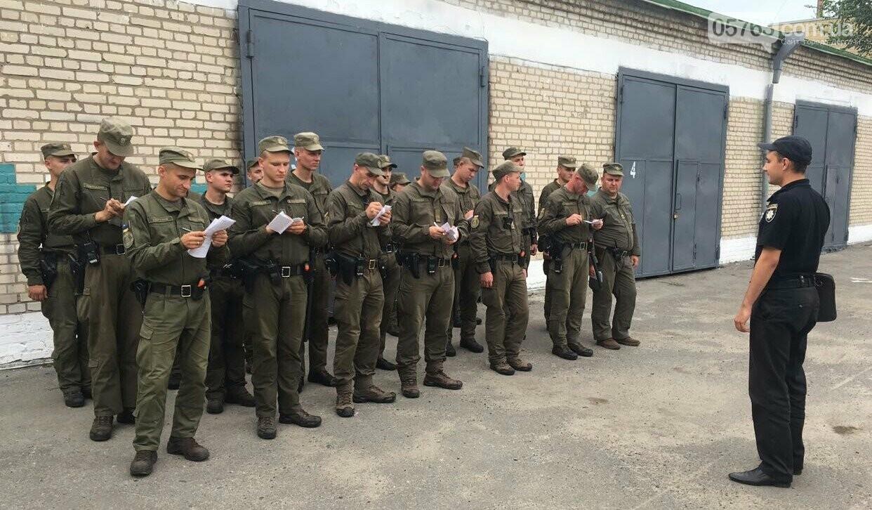 Полицейские совместно с военными следят за правопорядком в Дергачевском районе, фото-13