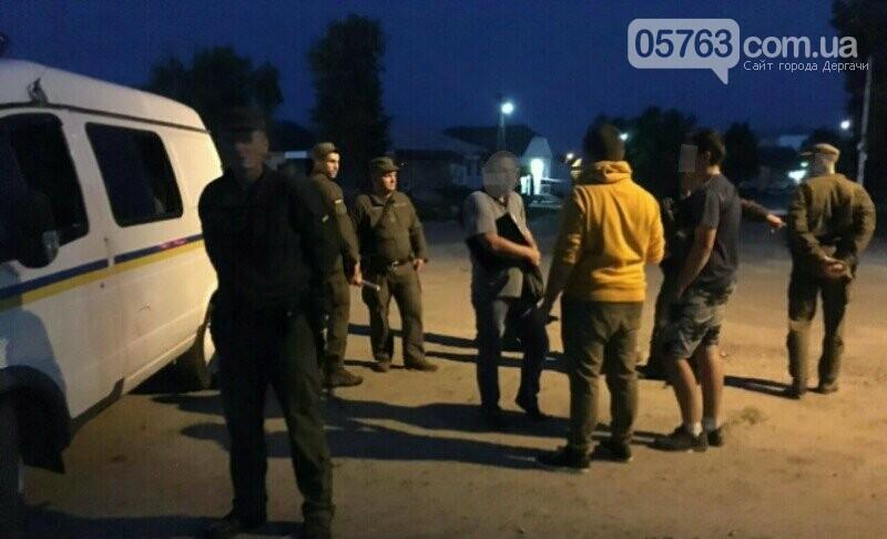 Полицейские совместно с военными следят за правопорядком в Дергачевском районе, фото-14