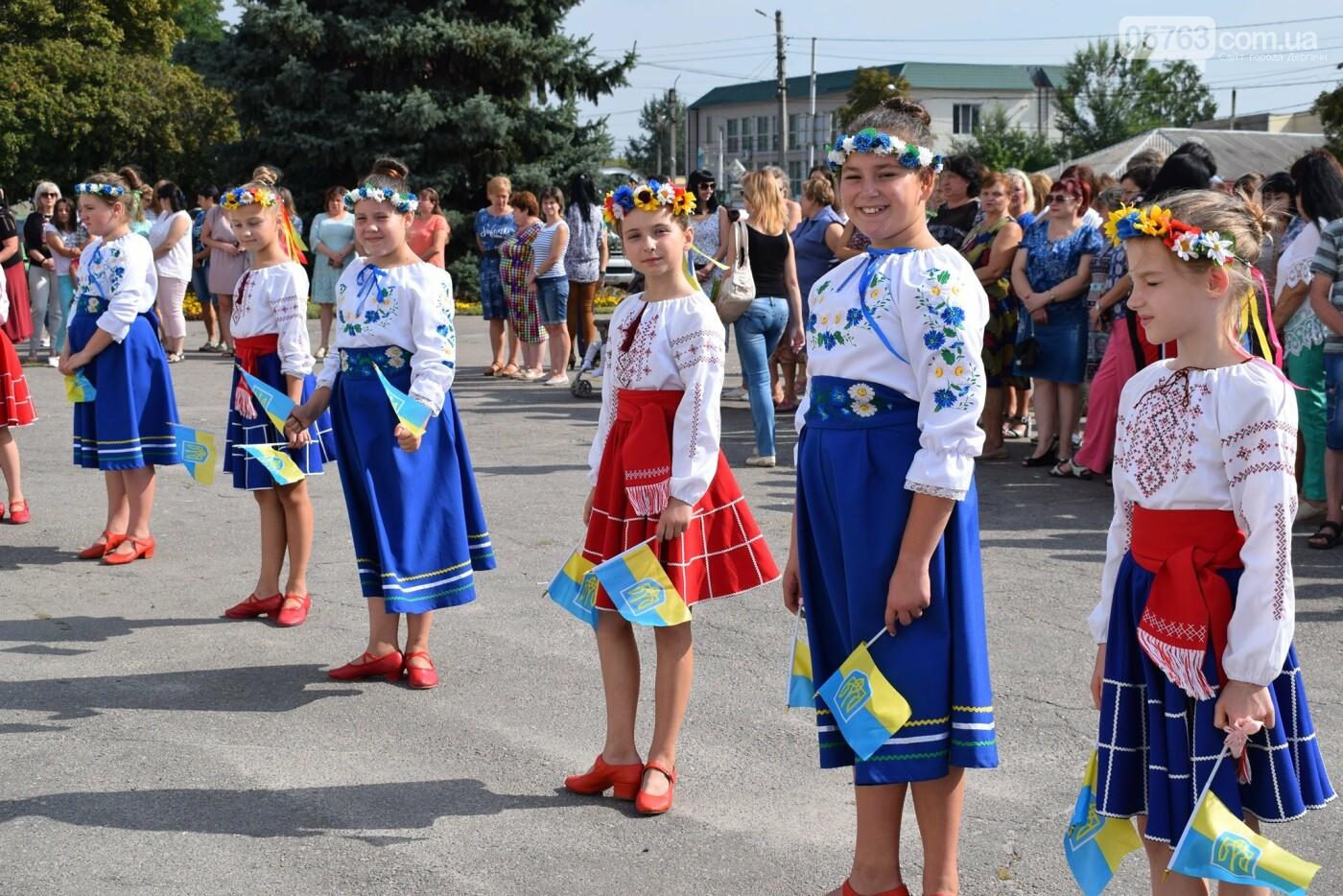 В Дергачах подняли флаг Украины (фото), фото-12