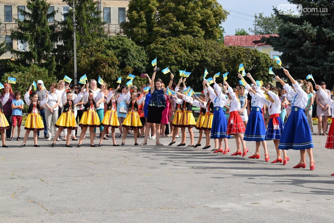 В Дергачах подняли флаг Украины (фото), фото-5
