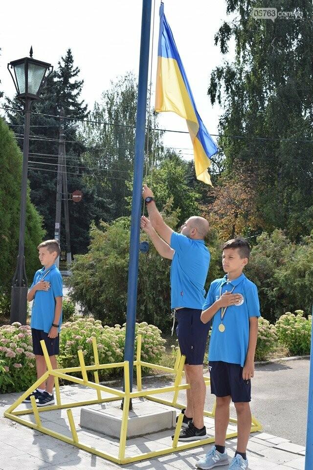 В Дергачах подняли флаг Украины (фото), фото-2