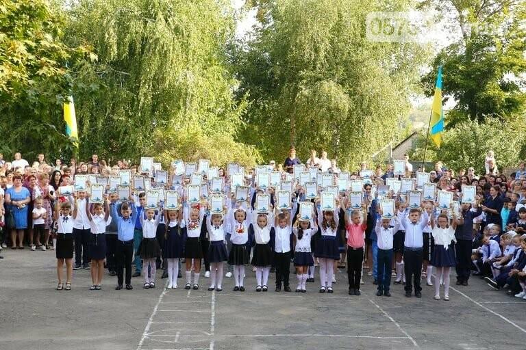 Праздник Первого звонка. В школах Дергачевского района начался новый учебный год, фото-15