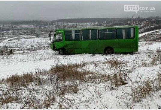 В Дергачевском районе джип отправил маршрутку в кювет, фото-3
