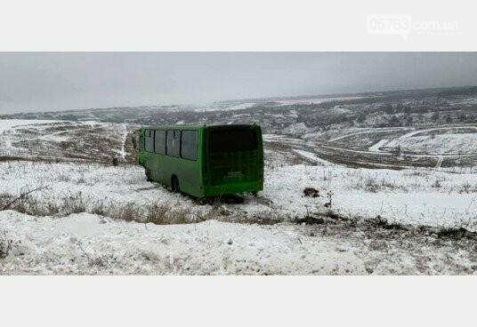 В Дергачевском районе джип отправил маршрутку в кювет, фото-1