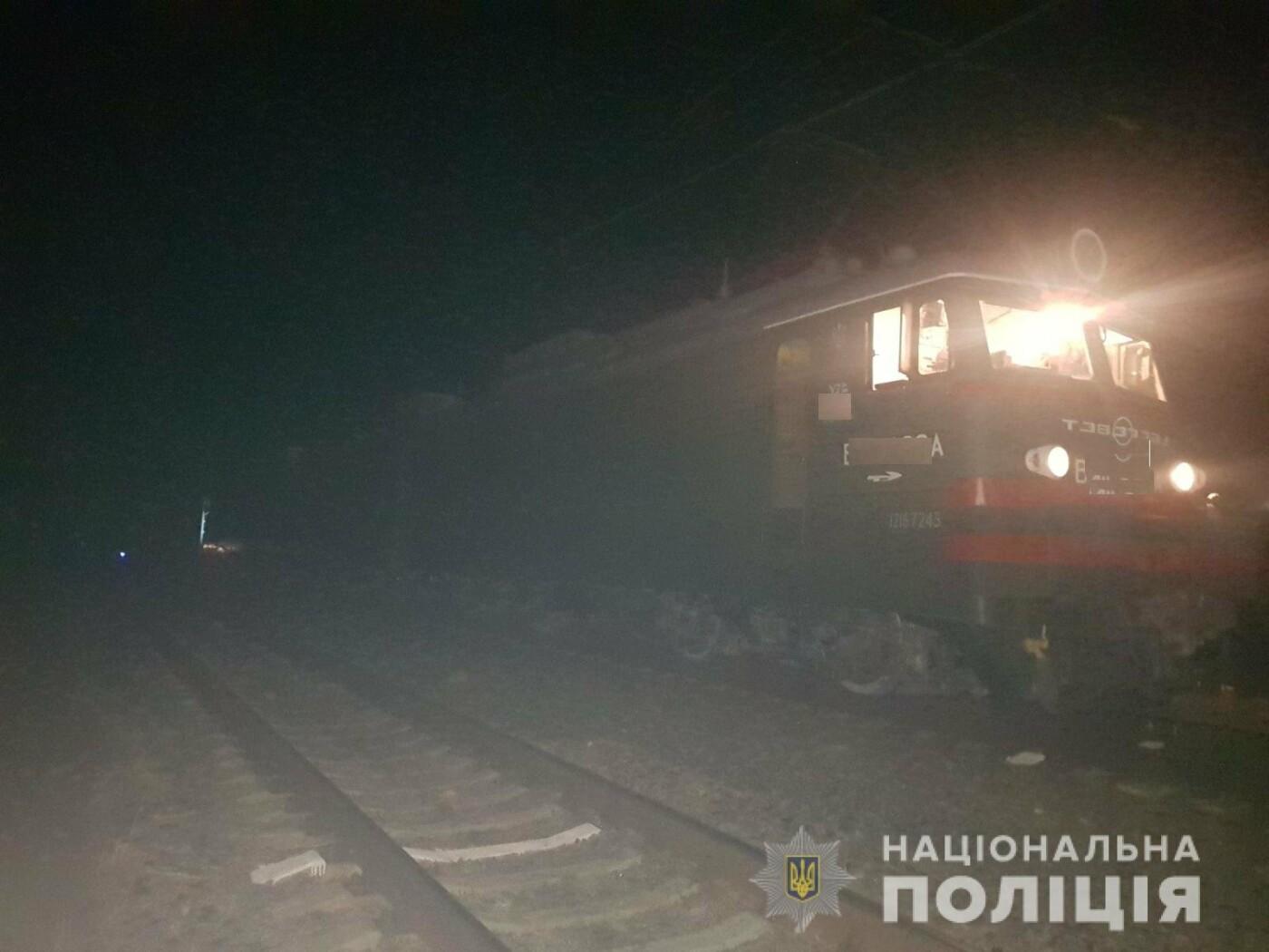 В Дергачах грузовой поезд насмерть сбил мужчину, сидевшего на рельсах, - ФОТО, фото-1