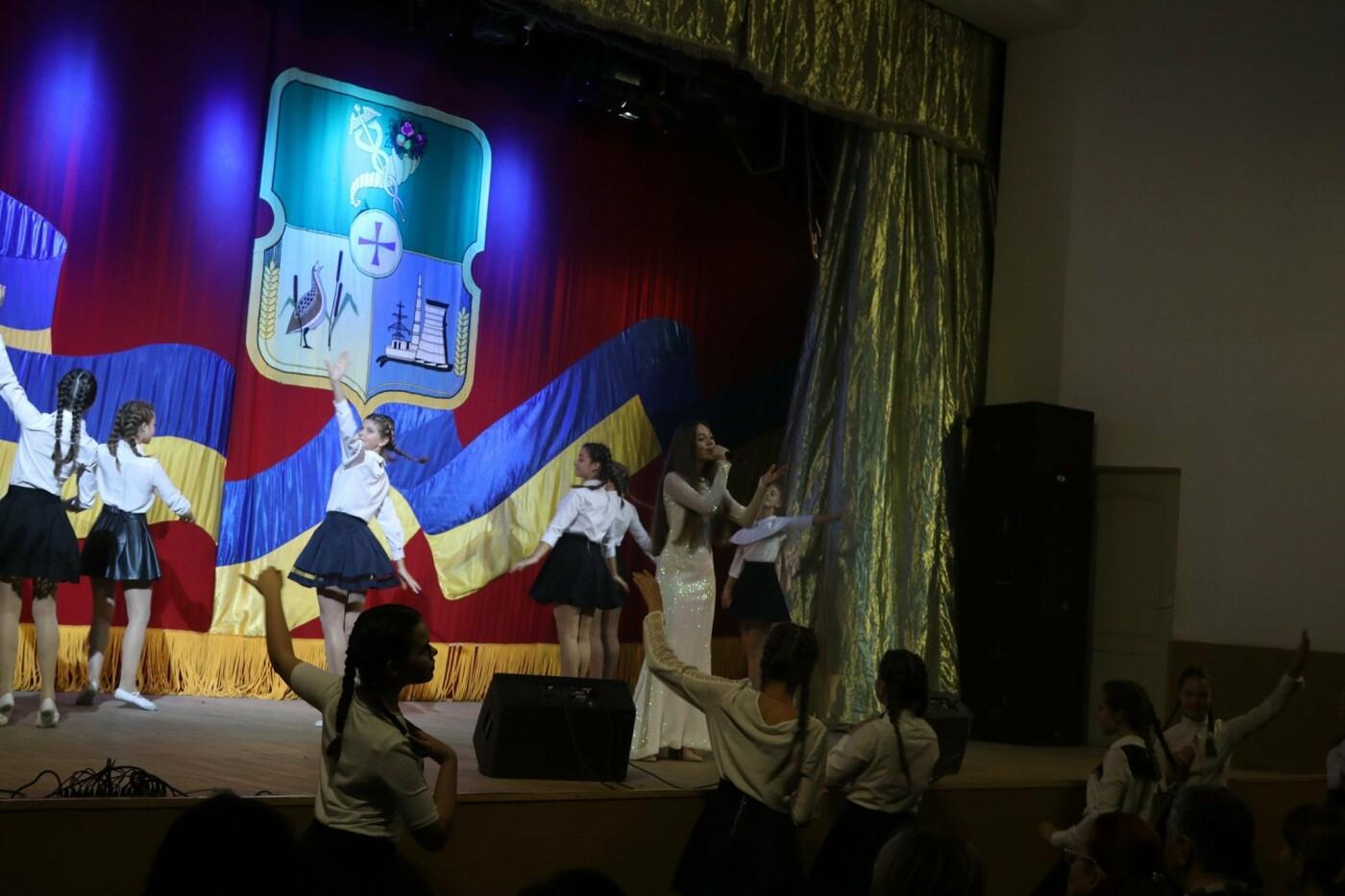 В Дергачах прошли торжества по случаю Дня работников образования, фото-2
