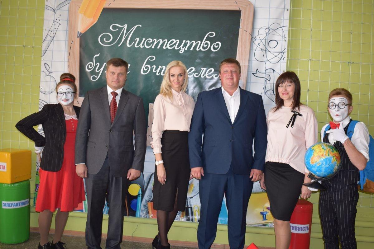 В Дергачах прошли торжества по случаю Дня работников образования, фото-1