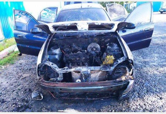 В Дергачах вспыхнул автомобиль на дороге, фото-1